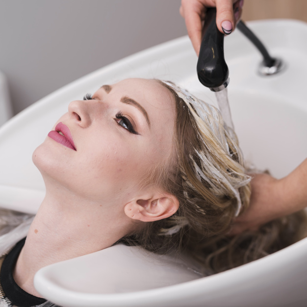 Rutin Creambath atau menggunakan masker rambut agar rambut tidak rontok