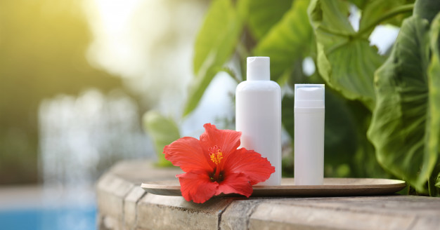 Menggunakan shampo anti-ketombe