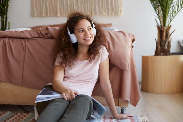 mendengarkan musik untuk mengelola stress