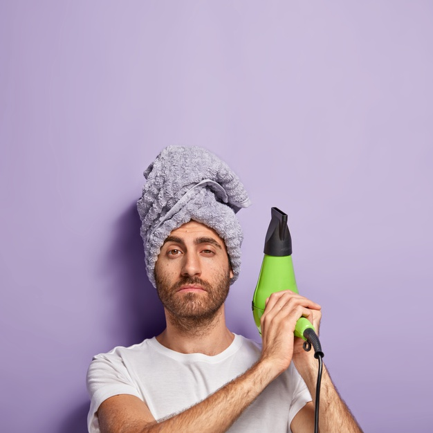Kurangi pemakaian styling tool dan hair dryer